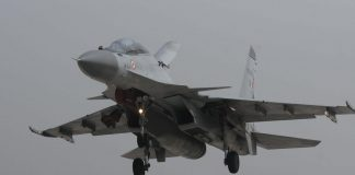 A Sukhoi Su-30MKI makes touchdown on the Lucknow-Agra Expressway