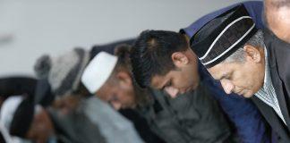 Ahmadiyya Muslims Praying