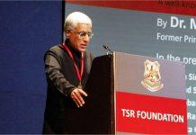 Journalist Karan Thapar giving his acceptance speech
