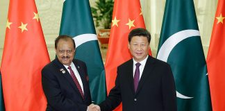 A file photo of Chinese President Xi Jinping with Pakistan President Mamnoon Hussain | Getty Images