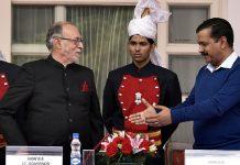 Delhi chief minister Arvind Kejriwal (R) and Lieutenant Governor Anil Baijal (L)