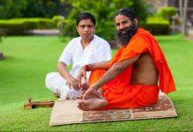 Patanjali CEO Acharya Balakrishna (left) and Patanjali founder Baba Ramdev (right)