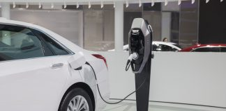 A General Motors Co. Cadillac CT6 plug-in hybrid sedan connected to a charging station | Photographer: Qilai Shen/Bloomberg
