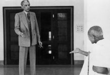 Mohandas Karamchand Gandhi leaves the home of Muhammad Ali Jinnah on 24th November 1939