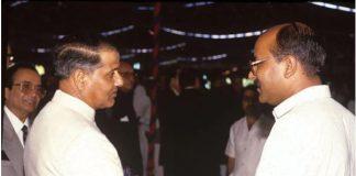 Shekhar Gupta with General Mirza Aslam Beg in Islamabad, 1990