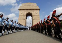 Defence personnel pay tribute to Kargil martyrs at India Gate, New Delhi   Arvind Yadav/Hindustan Times via Getty Images