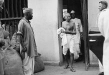 Gandhi leaves the Presidency Jail in Calcutta after interviewing political prisoners | Keystone/Getty Images
