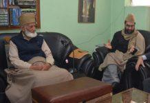 Hurriyat leaders Syed Ali Shah Geelani (L) and Mirwaiz Umar Farooq (C) with Kjell Magne Bondevik (R), former Norwegian prime minister | @MirwaizKashmir /Twitter