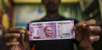 A man holds a Rs 2000 banknote   Dhiraj Singh/Bloomberg