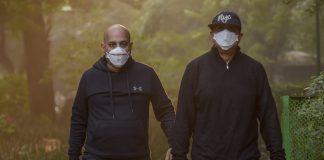 People wearing anti-pollution mask, jogs through smog at Lodhi Garden in New Delhi | Kamal Singh/PTI
