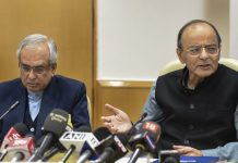 Arun Jaitley with NITI Aayog Vice Chairman Rajiv Kumar during the launch of the document