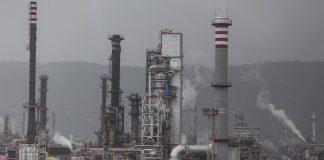 Bharat Petroleum Corp. refinery in Mumbai | Dhiraj Singh/Bloomberg