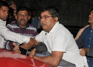 CBI officers, who came to question Kolkata Police chief in connection with the Saradha ponzi scam, were detained by the police in Kolkata | PTI