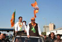 Girish Mahajan (L) with Maharashtra CM Devendra Fadnavis at a BJP rally | @girishdmahajan/Twitter