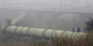 Men sit on water pipeline in Delhi (Representational image)