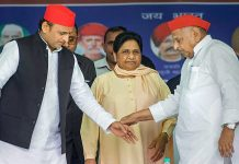 Mainpuri: Samajwadi Party patron Mulayam Singh Yadav, his son and party President Akhilesh Yadav and Bahujan Samaj Party supremo Mayawati during their joint election campaign rally in Mainpuri, Friday,
